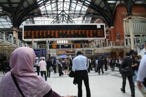 Train station Lime Street, London, menunggu train ke Plymouth