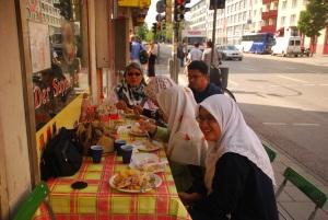 Makan-makan dengan femily di kota Munich