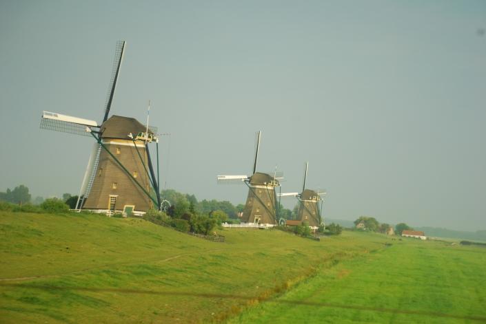 Kincir angin di Amsterdam. Ada orang tinggal dalam tue... :)