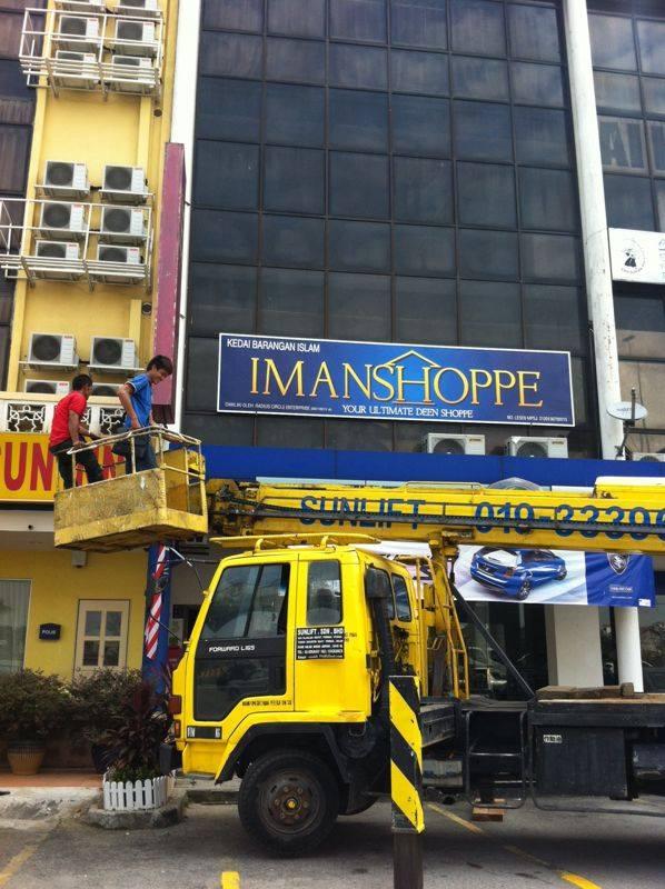 Setelah 18 bulan imanshoppe baru ada signboard