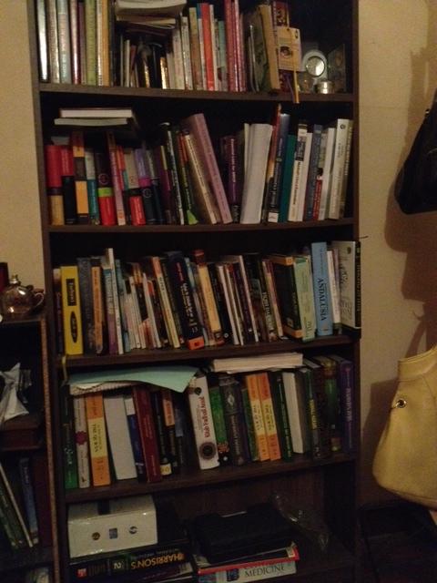 Ini library ketiga yang ada di rumah saya. Bercampur sedikit antara buku medic, buku agama dan buku bussiness. Rak untuk bahan bacaan kreatif ada di rak lain. Bahan bacaan agama ada di satu rak yang berbeza.