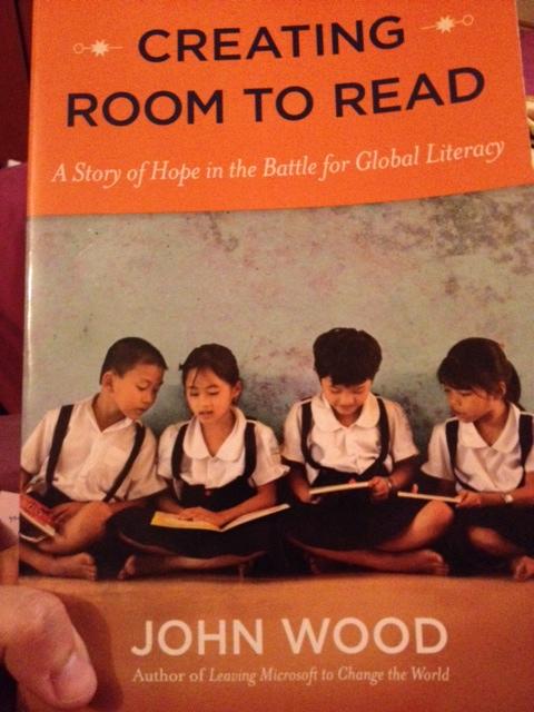 Buku ini dihadiahkan oleh anak usrah saya kepada saya. Ia menceritakan bagaimana penulis ini dapat mewujudkan 10 ribu library di seluruh dunia! Hanya untuk mengatasi masalah buta huruf pada masyrakat dunia.